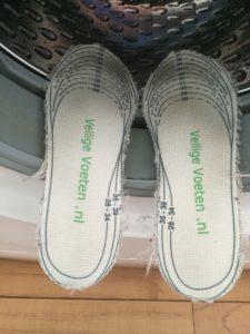 Veiligheidszolen schoon uit de wasmachine