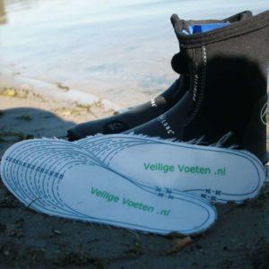 Kies je duikschoenen zonder je zorgen te maken over de zool. Geen probleem! Leg er een paar veiligheidszooltjes in en je voeten zijn goed beschermd!