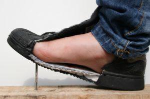 De veiligheidszool beschermt de voet, foto 3 van 8.