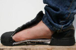 De veiligheidszool beschermt de voet, foto 6 van 8.