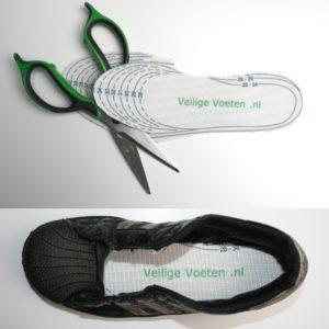 Veilige voeten: De veiligheidszooltjes worden in maat 46 of maat 42 geleverd en zijn bedrukt met knipranden tot maat 28.