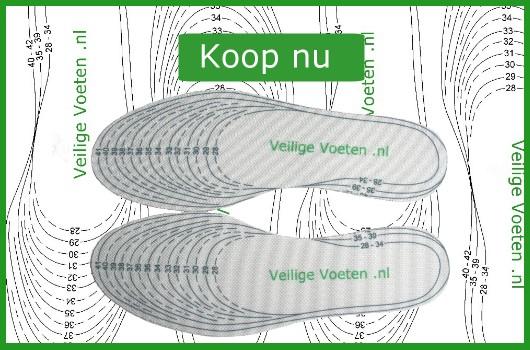 Veilige voeten: Afbeelding met op maat geknipt veiligheidszooltje in kinderschoen. Klikken op de afbeelding leidt tot de productpagina binnen de winkel op www.veiligevoeten.nl.